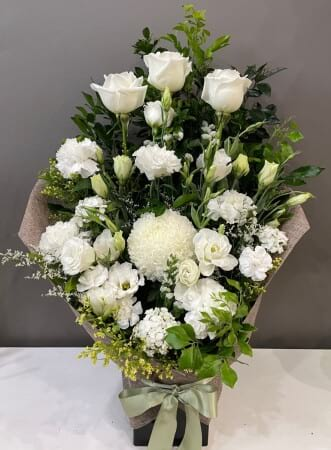 WHITE HESSIAN ARRANGEMENT