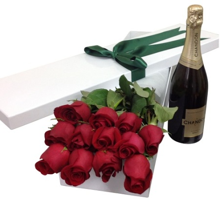 Roses gift box & Chandon Brut