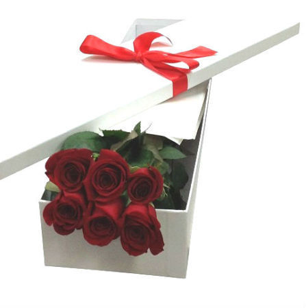 6 Red Roses for Valentine`s Day Gift Box